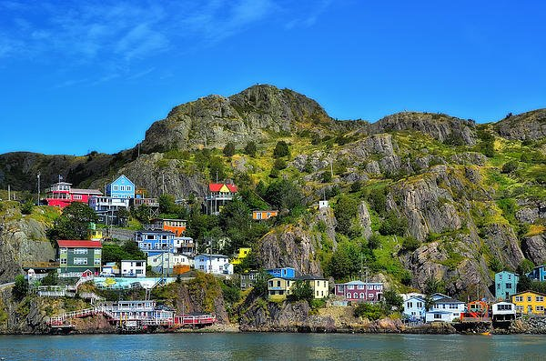 colorful-houses-in-newfoundland
